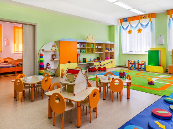 ドバイ子育て事情、日本では大学に行けるほどの学費の保育園とは?