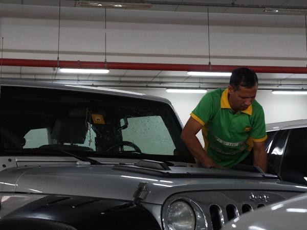 車はきれいでないと罰金!?ドバイの洗車事情をご紹介