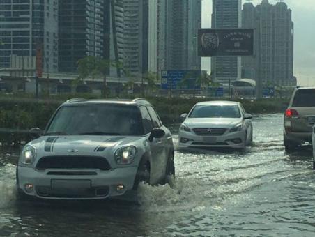 砂漠のドバイで洪水!?