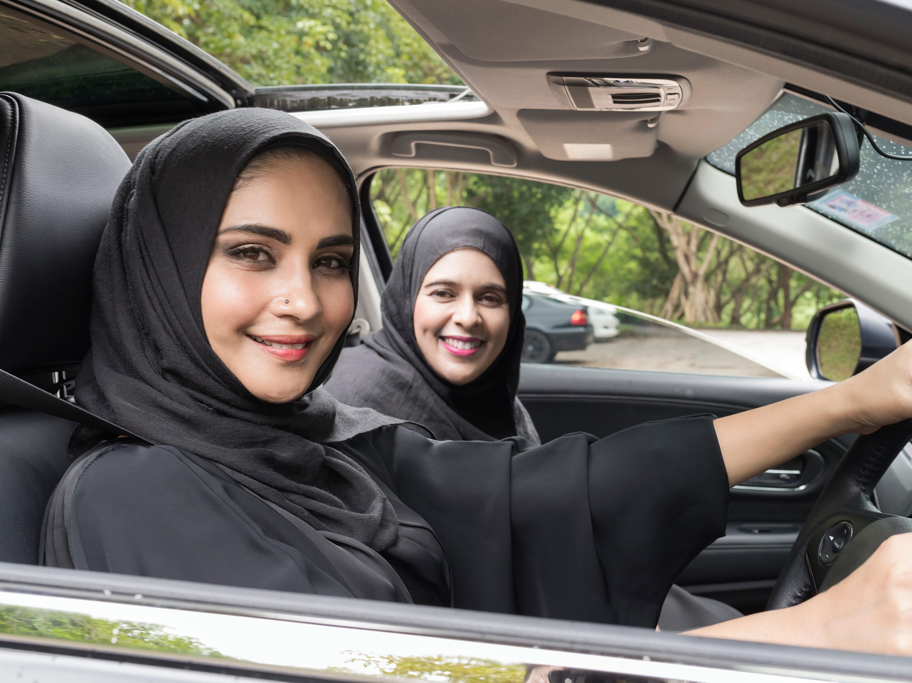 サウジアラビアが「女性の運転解禁」に踏み切りました!!