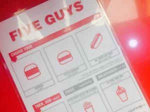 ドバイでアメリカ発の人気ハンバーガーチェーン「FIVE GUYS」を食べに行ってみた!!の画像