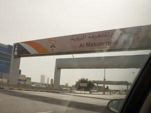 ドバイでは指定の車に乗ると優良道路・駐車料金がタダになる!?の画像